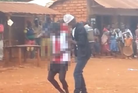 【閲覧注意】アフリカのストリートパフォーマンス「この人今から死にます。皆見てって!」