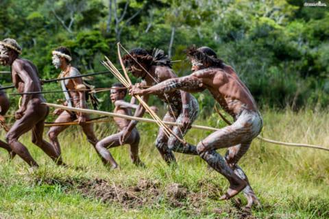 """【閲覧注意】アフリカの """"ヤバい部族"""" 、兵士10人と戦い皆殺しにしてしまう(画像あり)"""