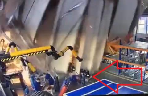【衝撃映像】工場で一瞬で3人が死ぬ動画・・・・・・