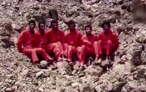 【閲覧注意】ISISがロケットランチャーで12人を撃ち抜く動画ってヤバかったよな(GIFあり)