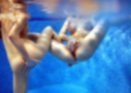 【激写】プールでガチ全裸の美少女、世界中に晒されてしまうwwwww(画像あり)