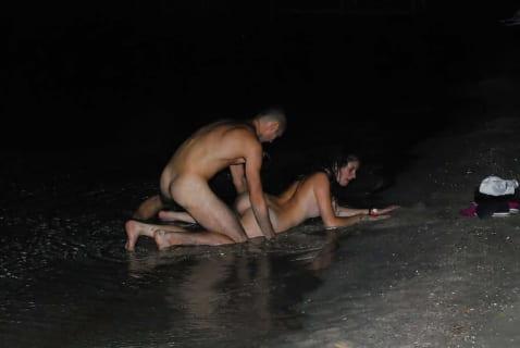 【画像あり】海でセ○クスしてて晒された女の子可哀想すぎワロタwwwwww
