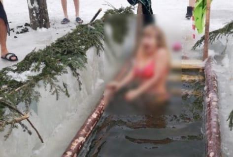 【画像】ロシアの寒中水泳、今年もエッチだった…