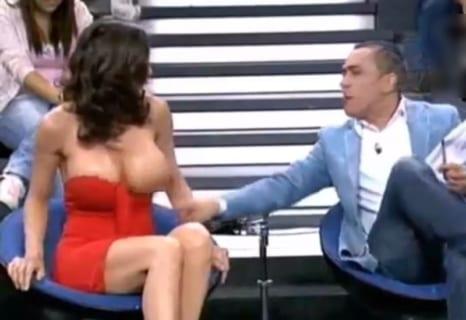 おっぱいポロリ、胸揉み… テレビで起きた「エロ放送事故TOP10」がやばい
