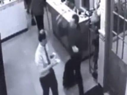 【閲覧注意】ハンマーで2人を殺した通り魔の映像が公開される。こんなのどうしようもない…