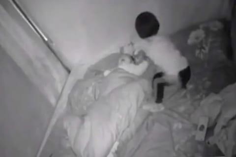 母親「産まれたばかりの赤ちゃんが傷だらけになってた ⇒ 寝室の監視カメラ見て震えが止まらない」