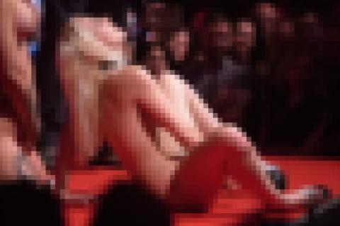【画像】最近のAV女優のイベント。おっぱいもマ●コも見放題でワロタwww