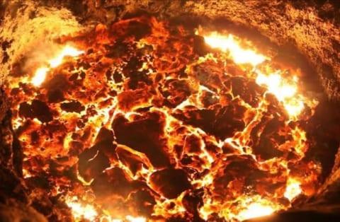 【閲覧注意】1000℃の溶融金属に飛び込んで自殺した作業員 ⇒ その後固まった姿が…(動画あり)