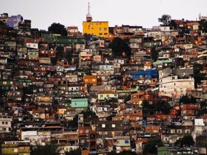 """【閲覧注意】1日数十人が殺される、""""世界で最も危険なスラム街"""" の日常…(衝撃動画)"""