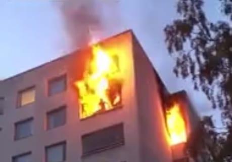 【衝撃映像】火事で「焼けて死ぬか」、「落ちて死ぬか」の二択怖すぎだろ・・・