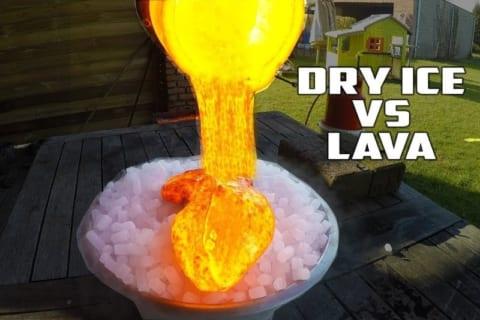 【実験】大量のドライアイス(-78℃)に溶岩(1400℃)を掛けたらこうなる…マジかよ…
