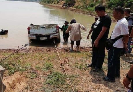 """【閲覧注意】湖に沈んでいた車回収したら、中から """"ヤバすぎるもの"""" が出てきた・・・(画像)"""