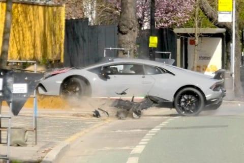 【悲報】超高級車(3000万円)運転手さん、イキりすぎてこうなるwww(動画あり)