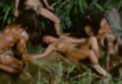 【動画】ジャングルで男達の肉便器にされているヤリマンが晒される 東南アジア
