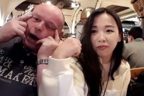 【動画】韓国人女性。ドイツで生配信中、物凄い侮辱を受ける