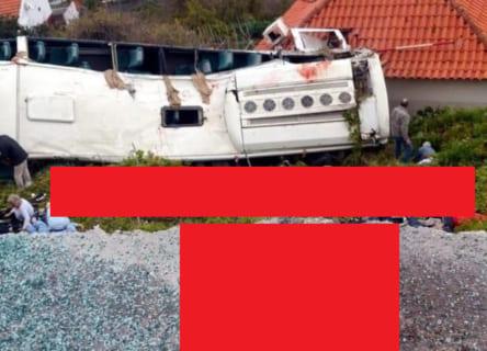 【閲覧注意】3日前、29人が死亡したバス事故現場。無修正で晒されてしまう…(画像あり)