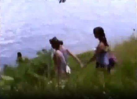 【動画あり】4人の少女達、山で全裸のおじさんに襲われそうになる