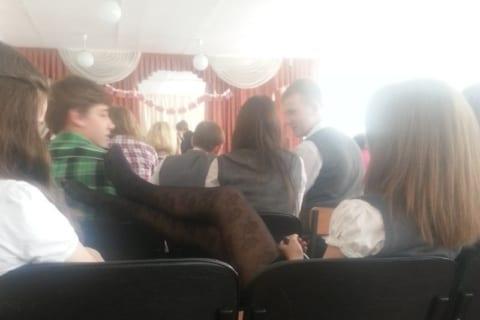 【画像】ロシアの女子高生たちの卒業式。相変わらずエッチすぎる