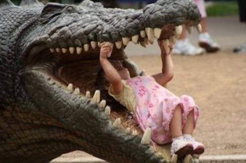 【閲覧注意】東南アジアで巨大ワニに襲われた幼女、世にも恐ろしい姿になる(画像あり)