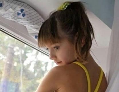 【闇深】海外で親にエロい事をさせられている女子小学生の姿がアカン…(画像あり)