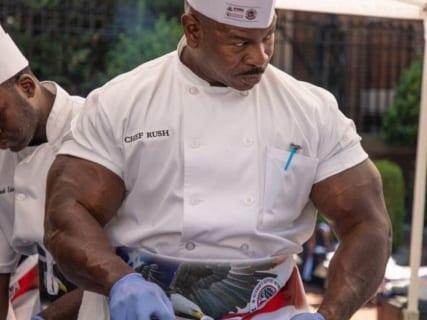 【画像】米ホワイトハウスの料理人が100人ぐらい人殺してそうだと話題に