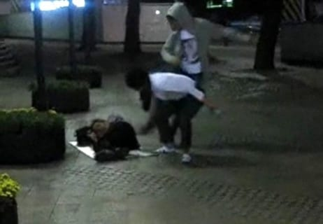 【閲覧注意】男子高校生「ホームレスを殺して遊んでるよー」(動画あり)