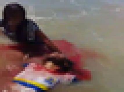 【閲覧注意】伝説の動画。海水浴場に3人の女の子がやってきた。これから何が起こるか