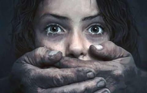 """【閲覧注意】超衝撃。幼女レイプ犯、南米の刑務所に入れられた """"初日"""" にこうなる(動画)"""