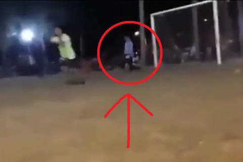 【動画】イケメンサッカー選手、試合中心臓にボールが直撃し突然死