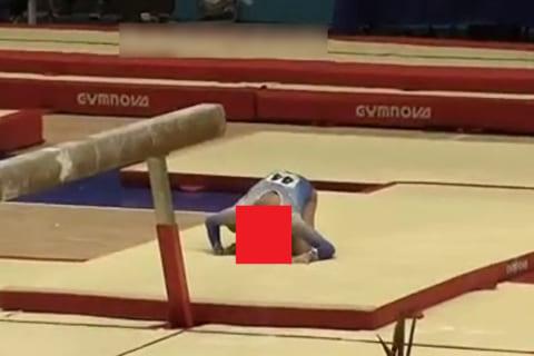 【閲覧注意】女子体操でJKの首が折れる事故…めちゃくちゃ怖い…(動画あり)