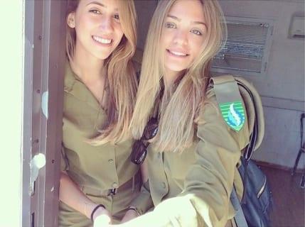【画像】イスラエルの美人女性兵士に1人とんでもないおっぱいがいると話題に