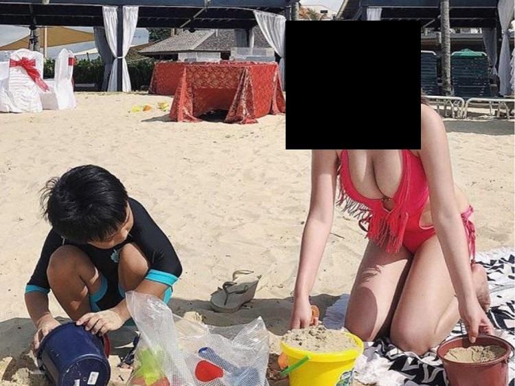 【動画】海水浴場の人妻、小学生男子の目の前で手コキしてしまうwwwww
