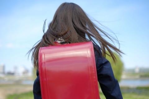 【狂気】女子小学生3人を盗撮した動画。ヤバすぎて警察、ネット中が動き出す…(動画)