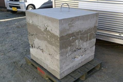 1トンのコンクリートブロックに潰される労働者の映像が怖いと話題に