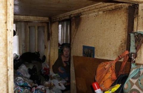 【閲覧注意】ゴミ屋敷。ガチでヤバイ生物が住んでた・・・(画像あり)