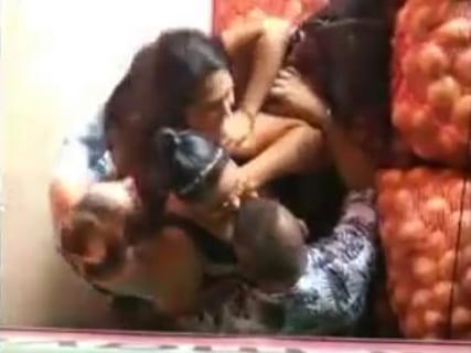【動画】海外旅行中の男性、路上売春婦3人に襲われこうなる