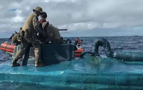 """【驚愕】米・沿岸警備隊、""""謎の潜水艦"""" の中身を調べた結果・・・(動画あり)"""