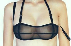 """【画像】美人モデル、下着撮影で """"透け透けのブラ"""" を着させられこうなる…"""
