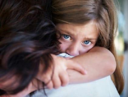 【閲覧注意】母親と11歳の娘、ギャングに山の中に連れて来られる ⇒ パン!パン!