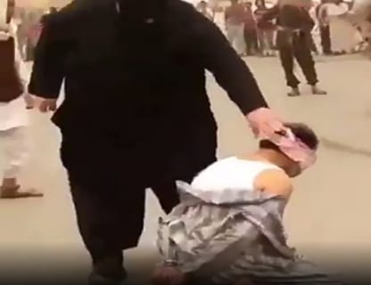 """【閲覧注意】イスラムの """"処刑人""""(190cm、150kg)による処刑、凄すぎる"""