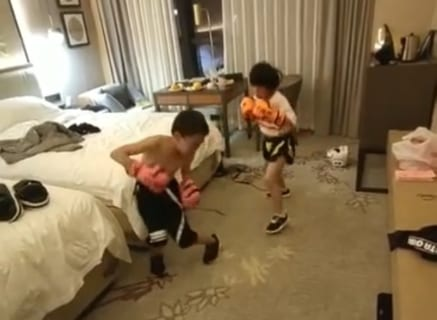 【狂気】子供に格闘技をやらせてる親の頭がおかしいと話題の動画