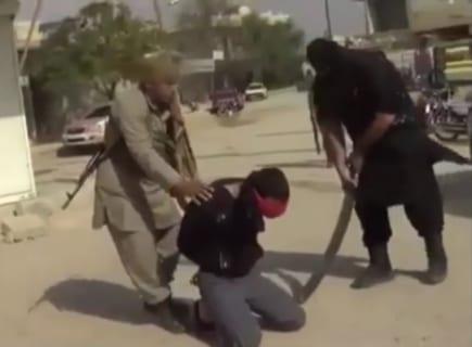 """【閲覧注意】ISISの """"死刑執行人"""" 、人を殺すのに0.1秒もかからない…(動画あり)"""