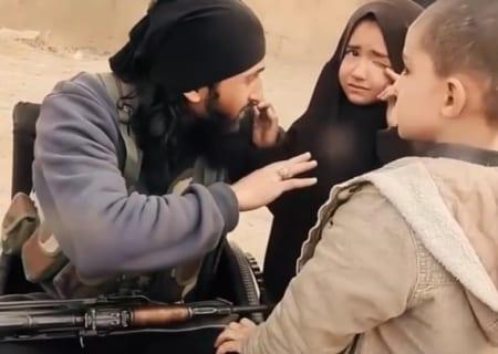 【超狂気】ISIS。パパがこれから自爆テロに向かう子供たちの反応・・・(動画)