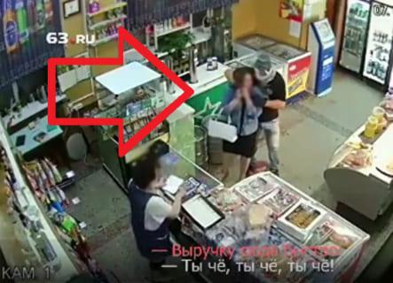 【閲覧注意】コンビニ強盗が来た時、女が絶対にやってはいけない行動がこちらです…