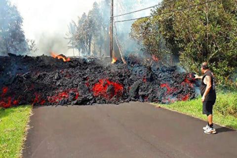 """【超衝撃】ハワイの """"溶岩川"""" のスピード、誰しもが間違いなく死を意識するレベル"""