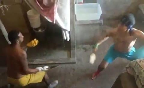 【衝撃映像】海外の刑務所の囚人同士のケンカ、あまりにもヤバすぎる