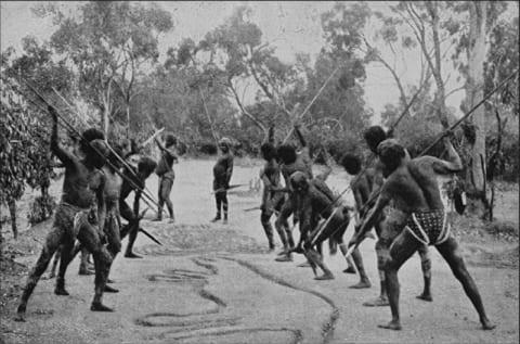 """【速報】""""ヤバい部族"""" に襲撃された村。これ人間のやる事じゃないだろ…【閲覧注意】"""