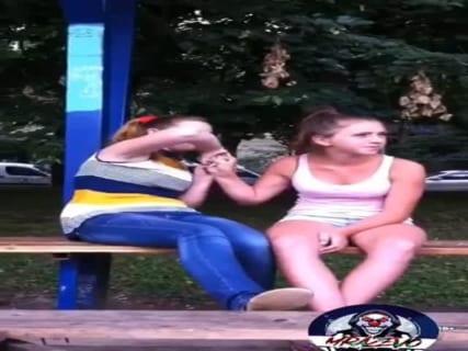 【動画あり】ロシアの巨乳JK、喧嘩相手を一瞬でKOしてしまうwwwww