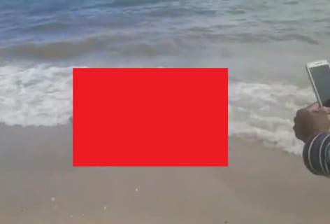 """【閲覧注意】海で """"絶対に溺死する状態"""" にされた男性が発見される…(動画)"""