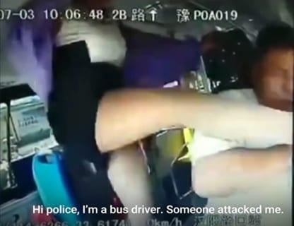 橋から転落し15人が死亡したバスの事故直前・車内映像。女がとんでもない事をやってた…